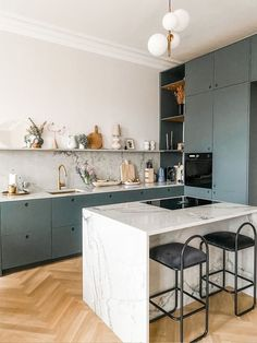 Kitchen Room Design, Kitchen Cabinet Colors, Modern Kitchen Design, Kitchen Layout, Home Decor Kitchen, Interior Design Kitchen, Home Kitchens, Kitchen Cabinets, Green Kitchen