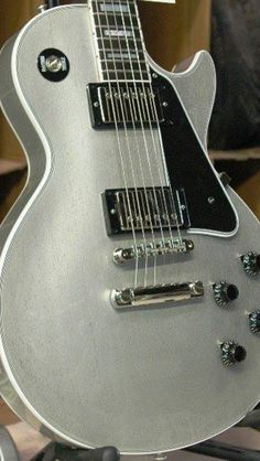 Silver Les Paul custom. Beautiful!!!