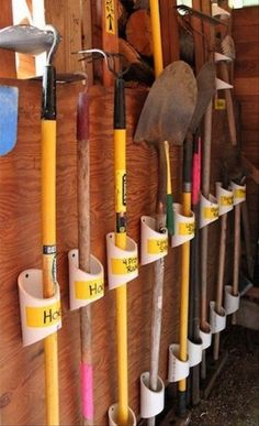 34 ideas for organizing garages - DIY garage organization ideas - . - 34 ideas for organizing garages – DIY garage organization ideas – organizing garden tools with - Organisation Hacks, Garden Tool Organization, Organizing Tips, Organising, Garden Tool Storage, Storing Garden Tools, Workshop Organization, Small Garage Organization, Kitchen Organization