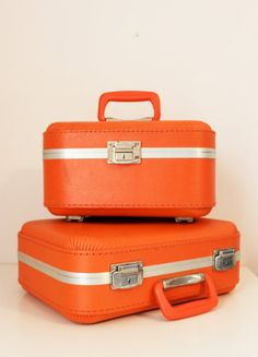 I am off to Spain today! I wish I had these orange vintage samsonite train cases for my trip!!