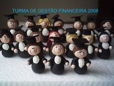 Flickr: Sonho Doce Biscuit *Vania.Luzz*'s Photostream Modeling Chocolate, Grad Gifts, Clay Figures, Pasta Flexible, Grad Parties, Sugar Art, Cold Porcelain, Clay Crafts, Cupcake Toppers