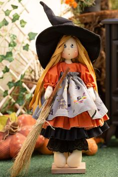 Happy Halloween, Halloween Costumes, Halloween Witches, Bricolage Halloween, Doll Patterns, Decoration, Dolls, Christmas Ornaments, Holiday Decor
