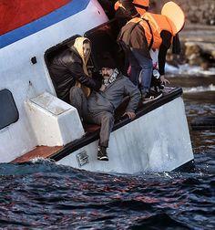 30 oct. 2015 - Au moins 22 migrants se noient au large de la Grèce: Au moins 22 migrants, dont 13 enfants, se sont noyés dans la nuit de jeudi à vendredi au large des îles grecques de Kalymnos et Rhodes dans deux naufrages de bateaux venus de Turquie, attestant d'une «tragédie humanitaire» qui est une «honte» pour l'Europe, selon le premier ministre de Grèce  Alexis Tsipras.