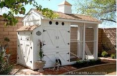 I love this chicken coop. It is great for a smaller yard and just a few chickens. It is also attractive and practical. I grew up with chickens in the back yard and fresh eggs in the morning. This coop would make having chickens again that much nicer! Backyard Chicken Coops, Chicken Coop Plans, Building A Chicken Coop, Chickens Backyard, Building A House, Backyard Ideas, Backyard Coop, Chicken Tractors, Chlorophytum