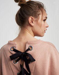 Printed sweatshirt with cords on the back of sleeves - Sweatshirts - Clothing - Woman - PULL&BEAR Georgia