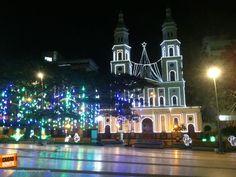 Últimos días de las luces de navidad en la catedral de la Sagrada Familia. Gracias Billy Jim (http://on.fb.me/1Apb5O3) por la foto. #amobucaramanga