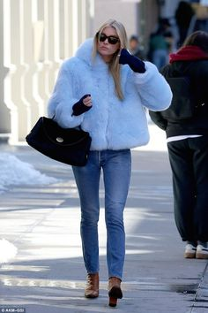 Victoria's Secret model Elsa Hosk, who was spotted in a powder blue fur took a page from Kate Moss's playbook. Estilo Fashion, Look Fashion, Winter Fashion, Fashion Outfits, Blue Fur Coat, Winter Fur Coats, Elsa Hosk, Winter Looks, Fall Winter Outfits