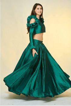 Stylish Blouse Design, Fancy Blouse Designs, Stylish Dress Designs, Stylish Dresses, Party Wear Indian Dresses, Designer Party Wear Dresses, Indian Fashion Dresses, Lehenga Designs, Saree Blouse Designs