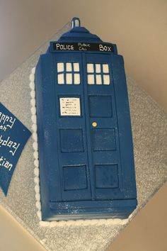 TARDIS birthday cake! I was gonna make cupcakes for my birthday, but now I think I'm gonna get a TARDIS cake made, something similar to this... somehow. xD