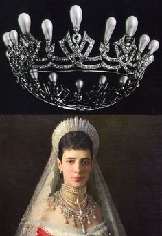 Cartier tiara/necklace belonging to Maria Feodorovna, Empress consort of Russia as spouse of Emperor Alexander III. Picture depicts her wearing the tiara as a necklace.