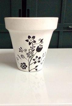 Macetas pintadas a mano. Como centros de mesa o recuerdos de tu evento. Elige el diseño y el tipo de planta. Pedidos: ventanaverdemex@gmail.com