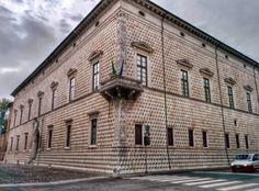 #Ferrara #PalazzoDiamanti - Qui potrai visitare la pinacoteca nazionale caratterizzata da dipinti della scuola ferrarese e mostre temporanee.