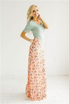 Nice 84 Maxi Skirt Outfits That You Should Know https://fashiotopia.com/2017/05/16/84-maxi-skirt-outfits-know/ The important thing is understanding how to style them for your physique.