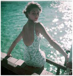 50s fashion, such a beautiful shot. :)