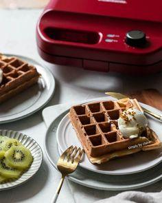 格子鬆餅口感再升級!輕盈系的外酥內軟鬆餅配方 Gluten Free Waffles, Breakfast, Food, Morning Coffee, Essen, Meals, Yemek, Eten