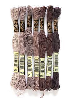 Diy Bracelets Patterns, Floss Bracelets, Diy Bracelets Easy, Bracelet Crafts, Dmc Embroidery Floss, Hand Embroidery Designs, Diy Embroidery, Cross Stitch Embroidery, Cross Stitch Thread