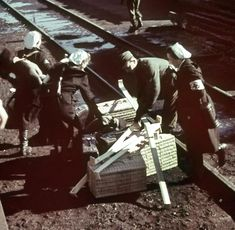 Das Foto zeigt deutsche Krankenschwestern im Einsatz in frontnahen Lazaretten. Pin by Paolo Marzioli