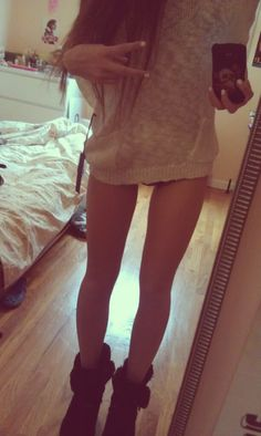 This girl is what I wished I looked like, she is absolutely gorgeous I can't even start! Her legs are so tanned, and perfect, and her hair is so long and gorgeous.