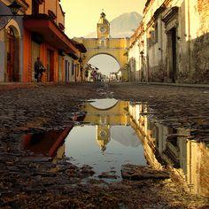 Arco del Convento de Santa Catalina y Volcán de Agua .. Antigua Guatemala, Guatemala