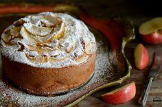 Torta di mele e cannella soffice, ideale per la prima colazione o per una golosa merenda, magari accompagnata da un profumato tè caldo!