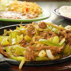 Fajitas, anyone? Perfect with some margaritas - because fiesta make Mondays better! Paleo Keto Recipes, Atkins Recipes, Low Calorie Recipes, Diet Recipes, Atkins Meals, Atkins Diet, Healthy Cafe, Healthy Eating, Low Carb Tortillas