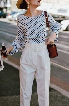 High waist white pants & polka dot puffy sleeves blouse: the easy go-to summer outfit formula Classy Outfits, Casual Outfits, Fashion Outfits, Puffy Sleeves Blouse, Puffed Sleeves, Full Sleeves, How To Wear Leggings, How To Wear Scarves, Outfits With Hats