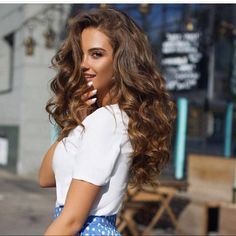 Hairdressing Advice That Will Keep Your Hair Looking Great. Are you affected by constant bad hair days? Do you feel as if you have tried everything possible to get manageable hair? Do not stress about your hair, rea Curly Hair Styles, Natural Hair Styles, Natural Beauty, Natural Wavy Hair, Pretty Hairstyles, Hairstyle Ideas, Stylish Hairstyles, Easy Hairstyle, Bride Hairstyles