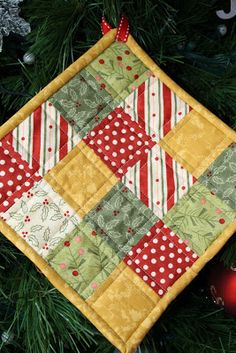 Chasing Cottons: Christmas hot pads...gift idea??