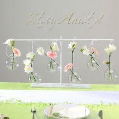 Stojak ze szklanymi bańkami - oryginalna dekoracja na stół komunijny!