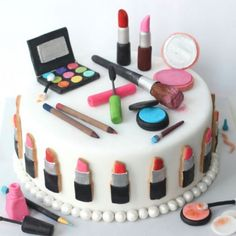 Make Up Cake By Bakedideas Makeup Cakes Tortas De Maquillaje Cakes To Make, Make Up Torte, Make Up Cake, Girly Cakes, Fancy Cakes, Cute Cakes, Birthday Cupcakes For Women, Birthday Cake Girls, Birthday Ideas