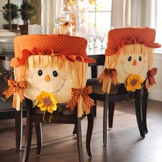 Scarecrow Girl Chair Covers, Set of 2 Moldes Halloween, Halloween Scarecrow, Adornos Halloween, Manualidades Halloween, Halloween Books, Holidays Halloween, Halloween Crafts, Thanksgiving Crafts, Thanksgiving Decorations