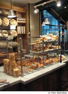 patisserie et boulangerie Bread Display, Pastry Display, Display Case, French Bakery, French Cafe, French Bistro, Bakery Design, Cafe Design, Bakery Cafe