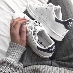 grey + white ✔️ .. via @jacquiealexander .. ✖️