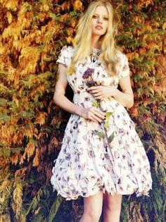 lara stone - sept vogue uk 2012 - dark blooms