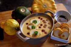 Supa crema de dovleac copt cu crutoane aromate. O reteta de toamna cu dovleac placintar sau bostan copt la cuptor, aromat si frumos colorat. O supa crema