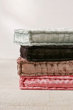 Decorate your apartment with throw pillows and floor poufs from Urban Outfitters. Add a touch of velvet or faux fur to make your living space extra cozy. Fall Pillows, Throw Pillows, Diy Pillows, Sofa Pillows, Eames, Reema Floor Cushion, Floor Seating, Soft Seating, Green Wedding Shoes