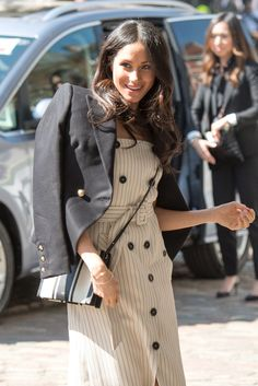 12 Best Elegant Looks of Sussex Duchess meghan markle Style Me, Cool Style, Prince Harry And Meghan, Silk Crepe, Classy Women, My Princess, Pencil Dress, Duke And Duchess, White Sweaters