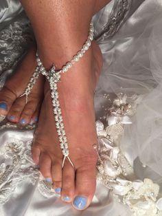 Fantastisch voeten sieraad voor onder je #trouwjurk  hoe leuk is dit op je #strandbruiloft? #trouwen #bruid
