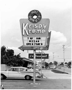 Early Krispy Kreme store in Winston-Salem.North Carolinians knew about Krispy Kreme many years before the rest of the country. Vintage Advertisements, Vintage Ads, Vintage Photos, Vintage Travel, 1960s Aesthetic, Black And White Photo Wall, Vintage Neon Signs, Vintage Restaurant, Krispy Kreme