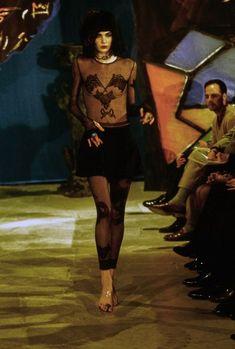 John Galliano Fall 1997 Ready-to-Wear Fashion Show Vintage Fashion 1950s, Vintage Dior, Victorian Fashion, Vintage Hats, Galliano Dior, John Galliano, Egypt Fashion, Catwalk Models, Fashion Seasons