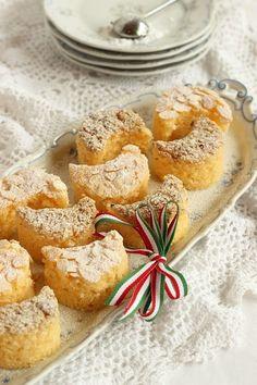 Juditka konyhája: ~ KOSSUTH KIFLI ~ Hungarian Desserts, Hungarian Recipes, My Recipes, Favorite Recipes, Cake Mix Cookies, Something Sweet, Preserves, French Toast, Muffin