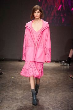 NYFW FW 2014/15 – DKNY. See all fashion show on: http://www.bmmag.it/sfilate/nyfw-fw-201415-dkny/  #fall #winter #FW #catwalk #fashionshow #womansfashion #woman #fashion #style #look #collection  #NYFW #dkny