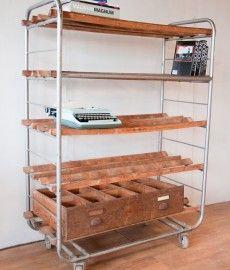oude bakkerskar bakkerswagen, mooi als industriële (boeken)kast