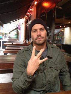 Paul Walker ‏@RealPaulWalker 8 Nov 12 Morning from London people. Crawling....out.... of.....bed. I MADE IT!!!  Damn that was tough. Have a great day/sleep or whatevs.