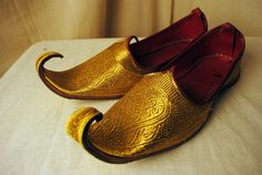 Arabian styled shoes that could have a velvet navy blue for the inside of the shoe rather than red