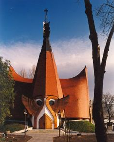 Angel wings incorporated into the Lutheran church in Siófok designed by Hungarian architect Imre Makovecz. Organic Architecture, Amazing Architecture, Interesting Buildings, Lutheran, Central Europe, Hungary, Romania, World, Cathedrals