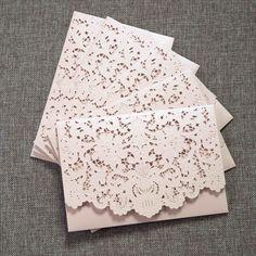 tarjetas de invitacin a bodas con flores en relieves y detalles cortados con laser