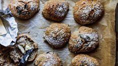 Sikke Sumari: Nami Namasten rapeakuoriset aamusämpylät - Kotiliesi.fi Good Food, Food And Drink, Menu, Bread, Vegan, Cookies, Chocolate, Baking, Desserts