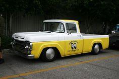 mooneyes truck