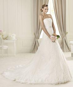 Pronovias presents the Dango wedding dress. Costura 2014. | Pronovias
